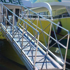 Gangway für ein Touristenschiff